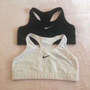 2 like new🔥 NIKE Sport bras🔥